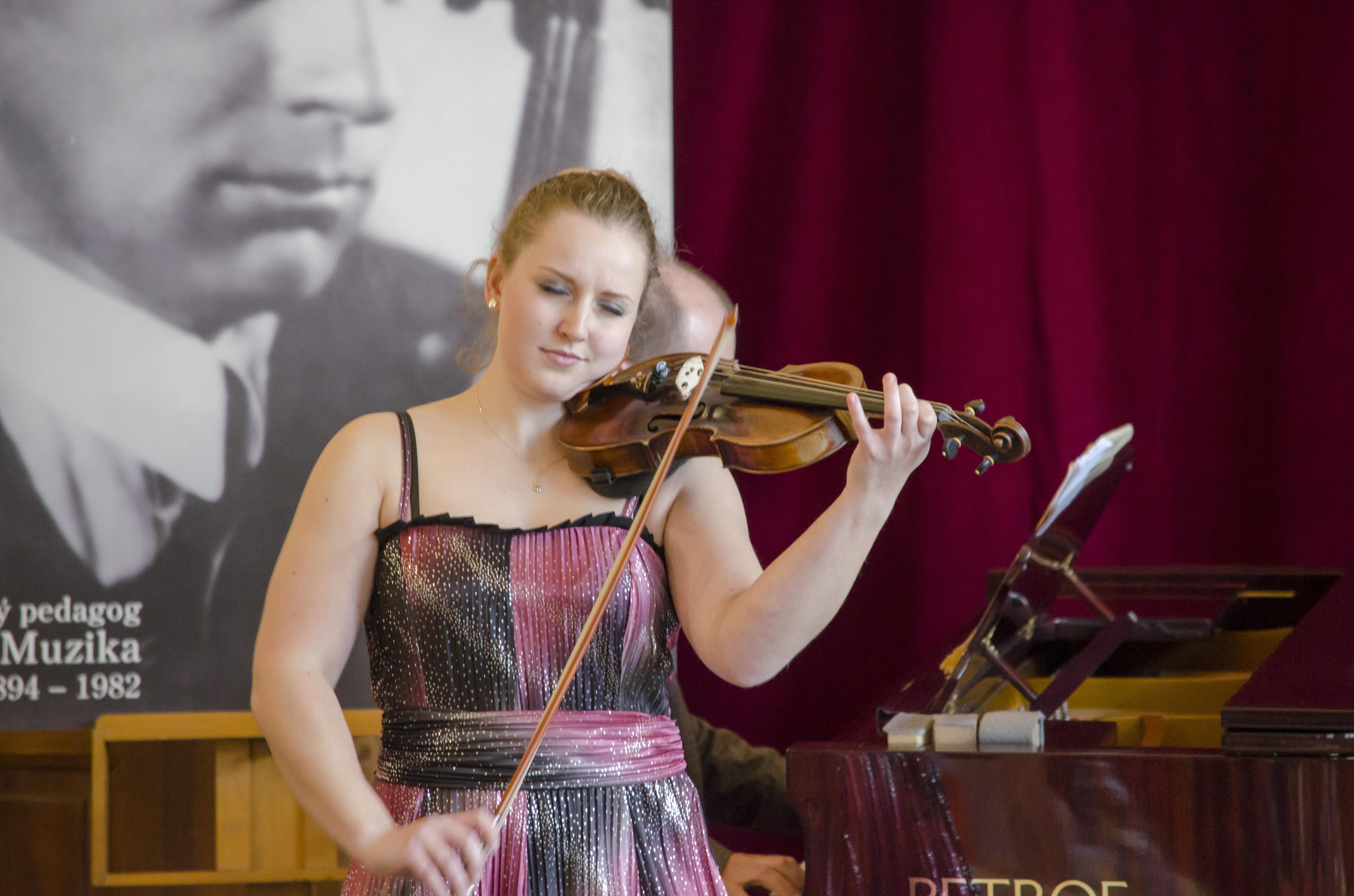 Houslová soutěž 2017 - VI. kategorie - Čuříková Adéla